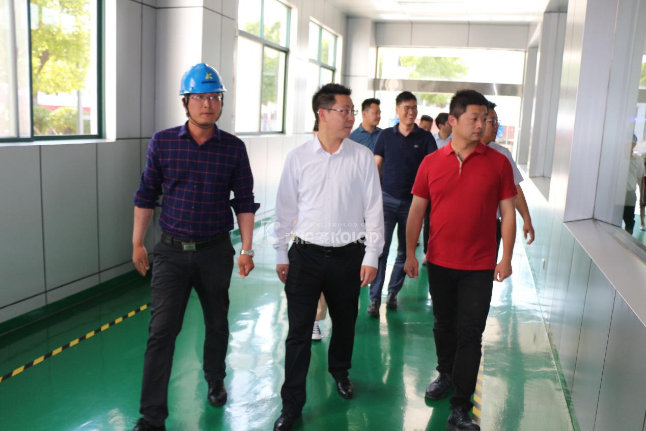 连云港市团委副书记王雷带领市青商会成员参观调研江苏科伦多